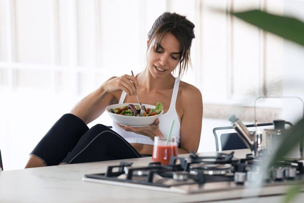 sporty woman eating salad adult mindfulness exercise